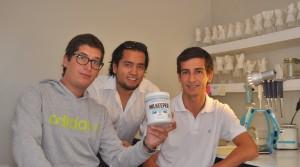 """Diego Belmar, Nicolás Ferreira y Hans Pieringer, creadores de """"Milkeeper""""."""