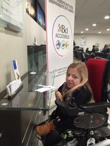 Soledad Alamos utilizando servicios programa BCI Accesible
